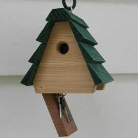 Looker Products Hide-a-Key Birdhouse